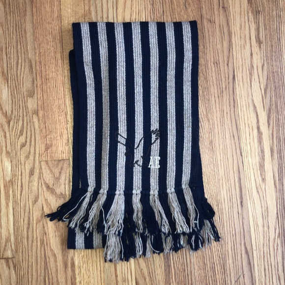 American Eagle Outfitters Accessories - Tan & Navy American Eagle scarf